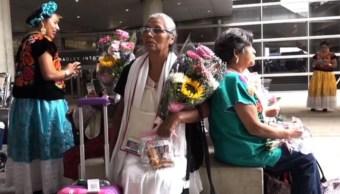 Familias de Oaxaca se rencuentran con sus hijos en Los Ángeles, California