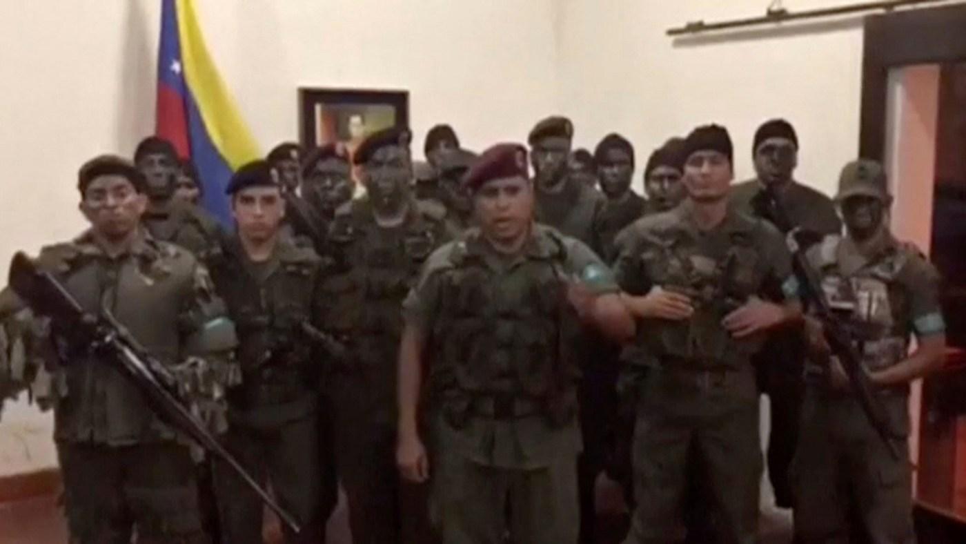 Grupo de rebeldes ataca una bese milita