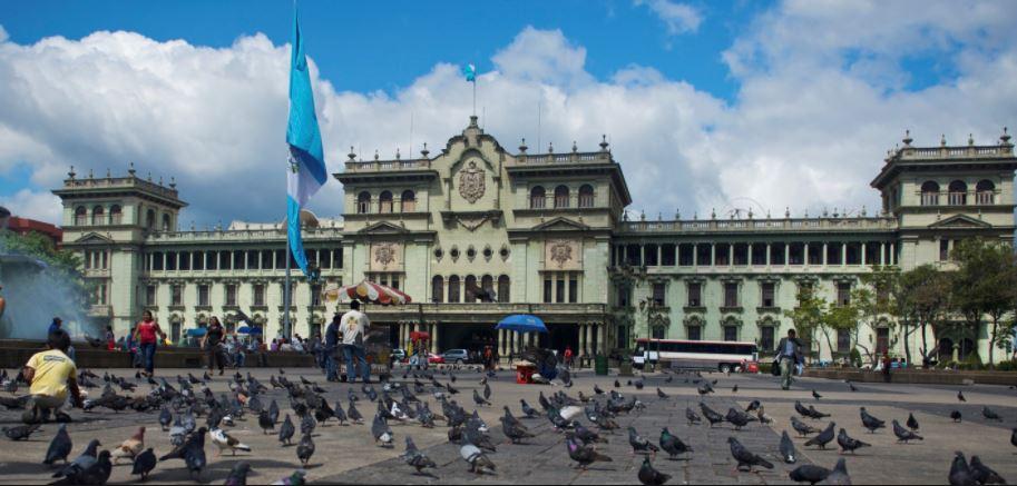 Presidente de Guatemala destituye a su canciller y al vicecanciller