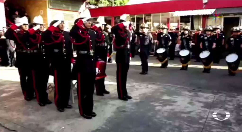 familiares rinden homenaje bombero murio servicio