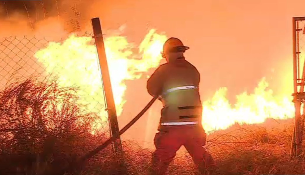 Bomberos atienden incendios en Nuevo Leon