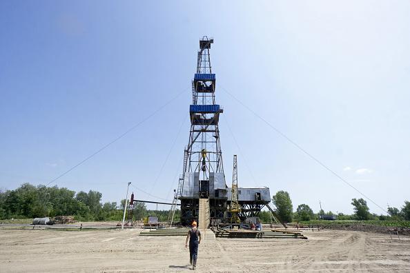 Petróleo abre con leve alza hasta los 47.13 dólares