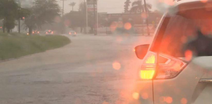 Lluvias intensas provocan inundaciones en Hermosillo, Sonora