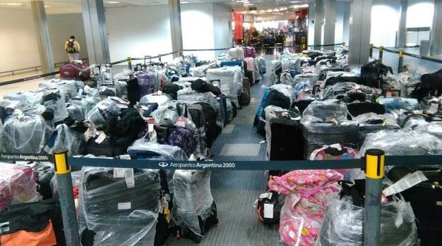Avión militar de Venezuela regresa 400 maletas de turistas argentinos