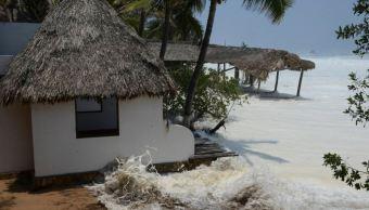 Un muerto y un desaparecido por mar de fondo en Oaxaca
