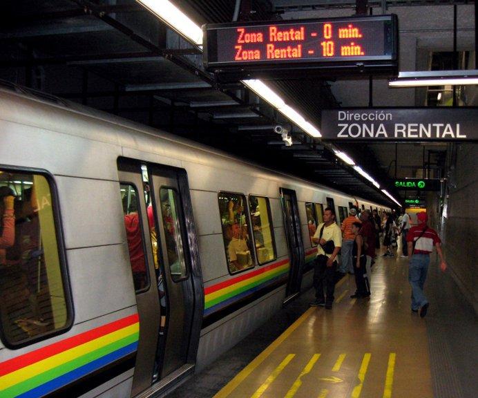 Desalojan estacion plaza Venezuela metro Caracas explosion