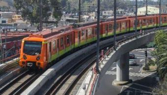 policias evitan joven lance puente metro