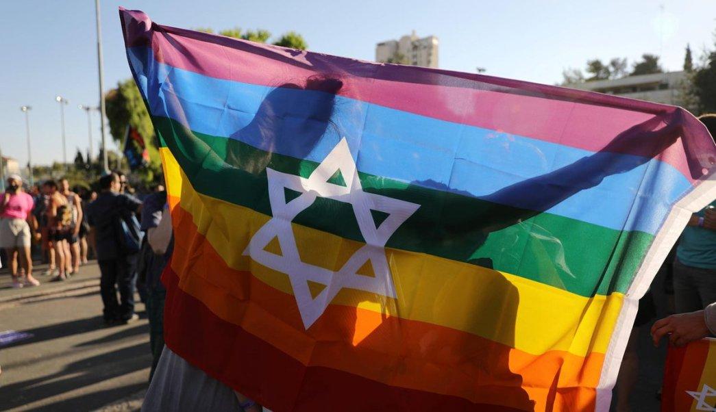 Miles marchan desfile orgullo gay Jerusalen