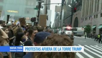 Miles Protestan Afuera Trump Tower Nueva York