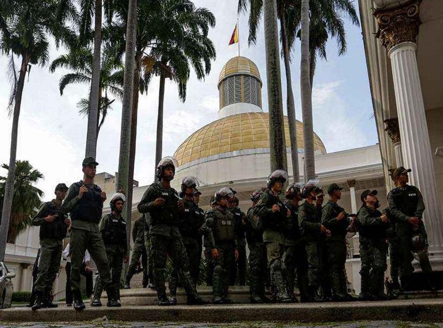 Militares impiden ingreso de diputados opositores a Parlamento venezolano