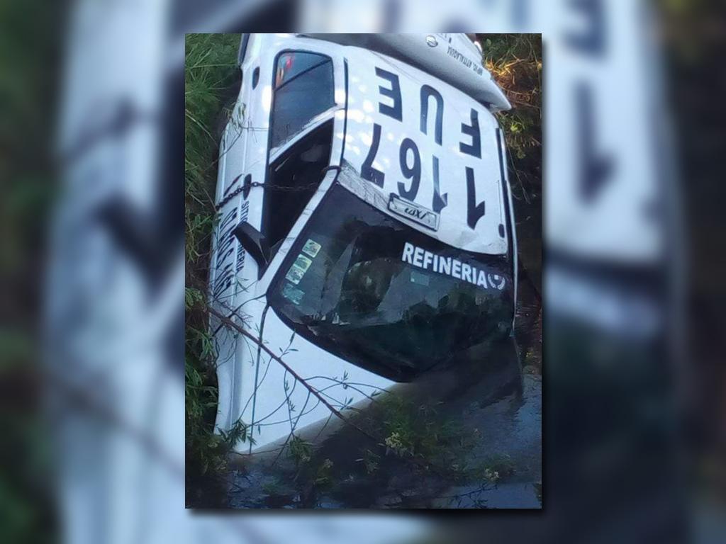 Cae taxi a canal de aguas negras en Hidalgo; hay 7 muertos