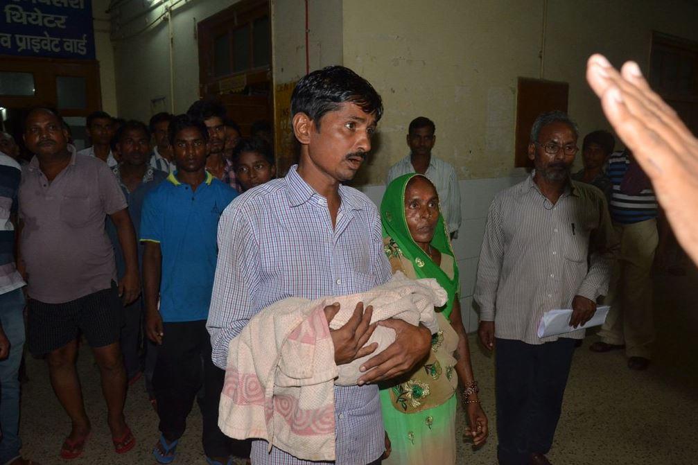 Investigan muerte de 60 niños en hospital de India por negligencia