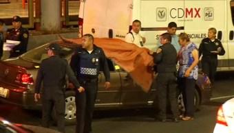 Una mujer es baleada desde otro vehículo en la avenida 608