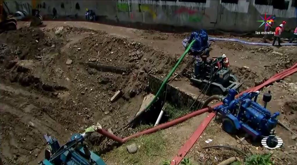 Desalojan familias Paso Express Cuernavaca inundación