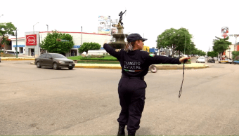 Policía de tránsito y luchadora en Chiapas