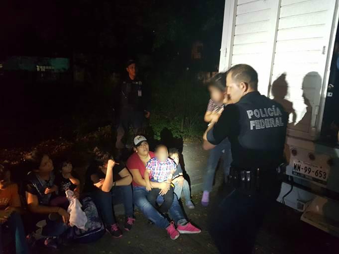Rescatan a 43 migrantes centroamericanos en Tihuatlán; 17 eran menores de edad