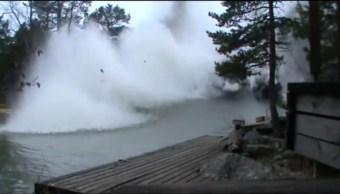 descarga eléctrica, río, estalla, explosión, aguas, escombros
