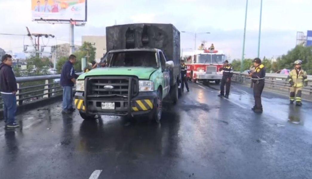 se incendia camioneta en avenida de la ciudad de mexico