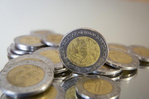 Toma de monedas mexicanas de diferente valor