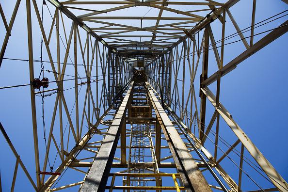 Producción de OPEP tira precios del crudo