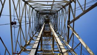 Torre de perforación en plataforma petrolera