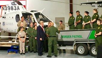 Trump llega Arizona donde visitara frontera Mexico