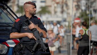 Policia armado en Cambrils, region de Cataluna Espana