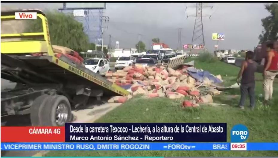 Vuelca tráiler carretera Texcoco Lechería lesionados