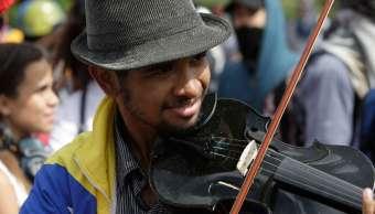 Wuilly Arteaga, violinista de las marchas en Venezuela