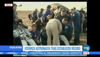 Astronautas aterrizan tras establecer récord en Estación Espacial Internacional