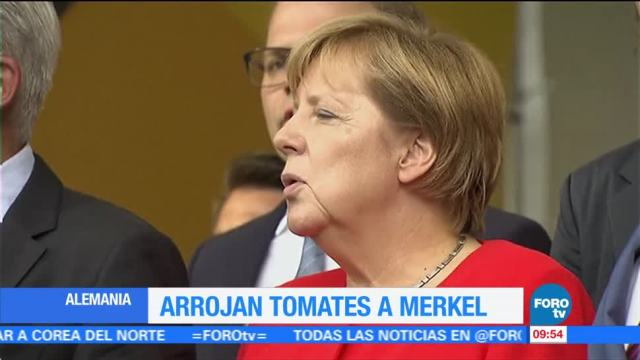 Lanzan Tomates Canciller Angela Merkel