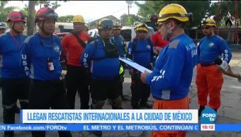 Equipos internacionales llegan a la CDMX para apoyar en rescates tras sismo