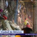 Hombre espera rescate de su esposa atrapada entre escombros del multifamiliar Tlalpan