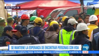 Familiares mantienen esperanza de encontrar sobrevivientes en derrumbe de Álvaro Obregón 286