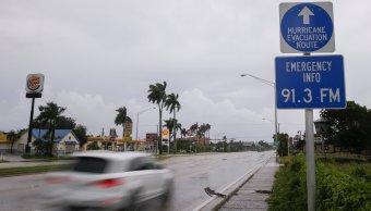 Miami ordena toque de queda ante llegada del huracán 'Irma' a Florida