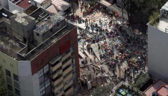 Prioridad es rescatar a personas en estructuras colapsadas: Peña Nieto