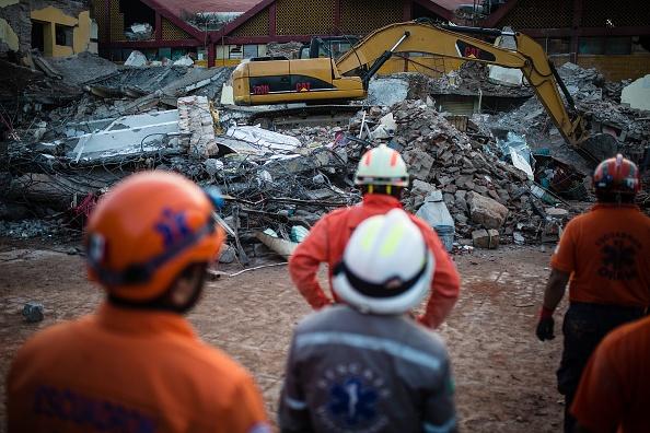 Hallan cuerpo de policía en escombros de palacio municipal de Juchitán