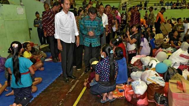 "Volcán Agung entra en ""fase crítica""; evacuan a 75 mil personas"