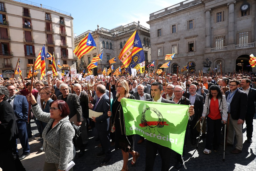 700 alcaldes catalanes retan a la Fiscalía por referéndum de 1-O