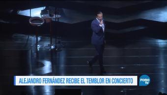Alejandro Fernández recibe el temblor en concierto