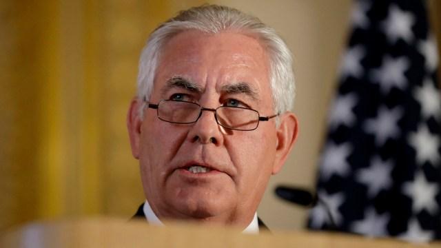Tillerson advierte que EU analiza cerrar su embajada en Cuba