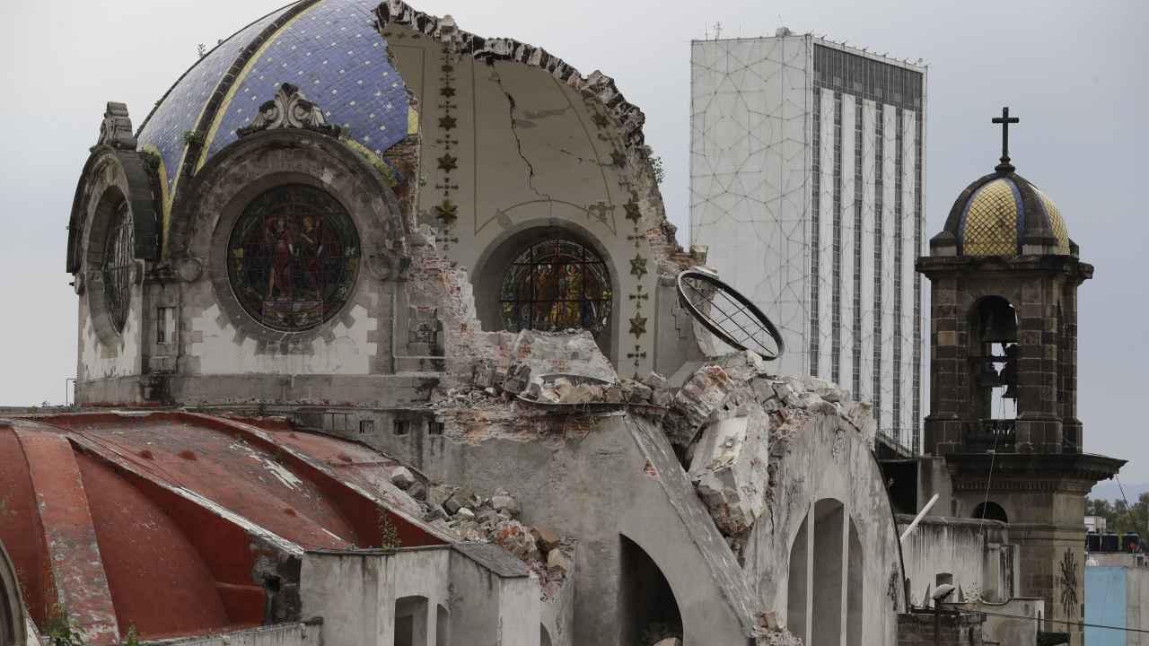 Cúpula de iglesia dañada