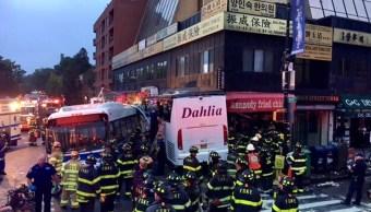 Choque de dos autobuses deja tres muertos y siete heridos en NY