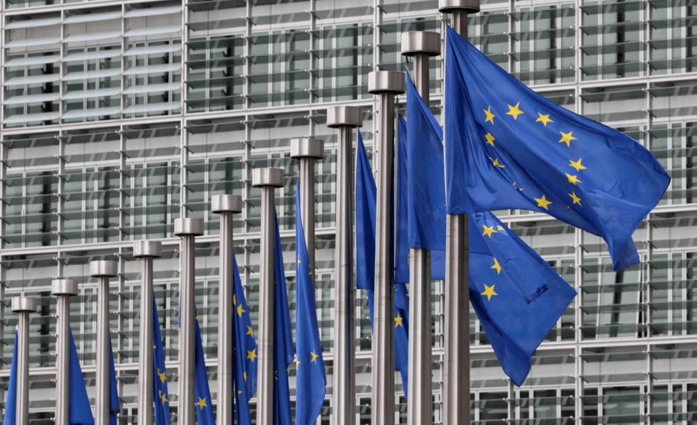 Banderas de la Unión Europea frente a la Comisión Europea