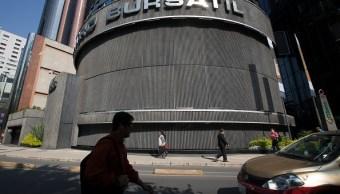 Bolsa Mexicana opera a la baja, en línea con Wall Street