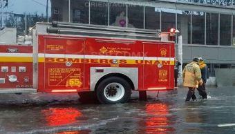 bomberos reparan fuga de agua en copilco