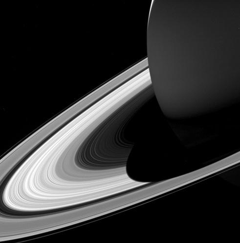 Sonda Cassini muestra sus últimas imágenes de Saturno
