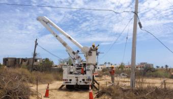 Personal de CFE restablece suministro eléctrico en Baja California Sur