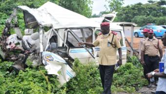 Choque de autobuses en Nigeria deja al menos 30 muertos