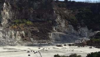 Cráter del volcán Solfatara de Pozzuoli, en Italia